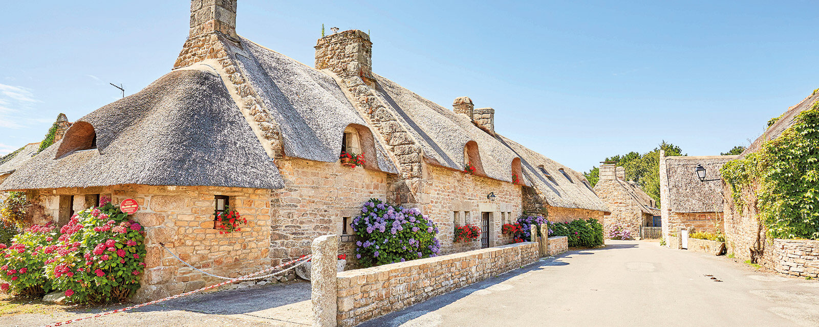 Walk of the thatched houses of Kerascoët