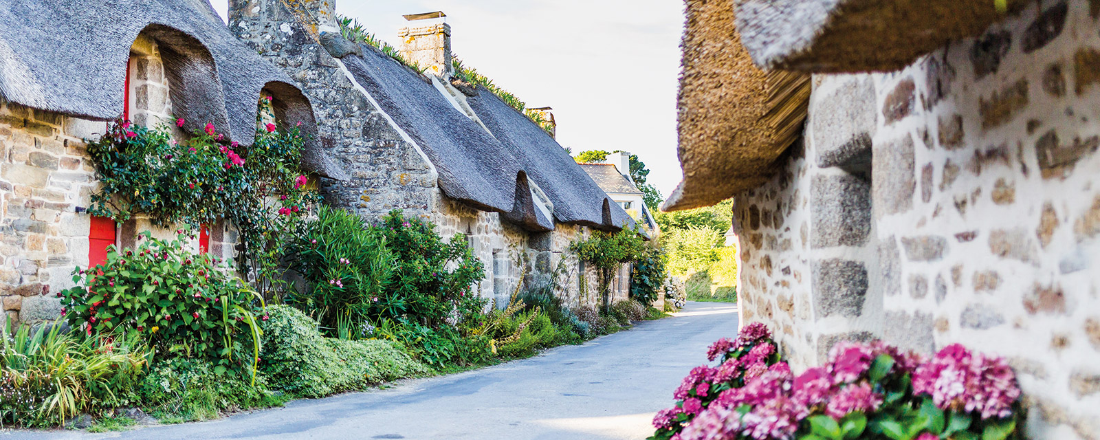 Kercanic, the most flowery thatched houses hamlet