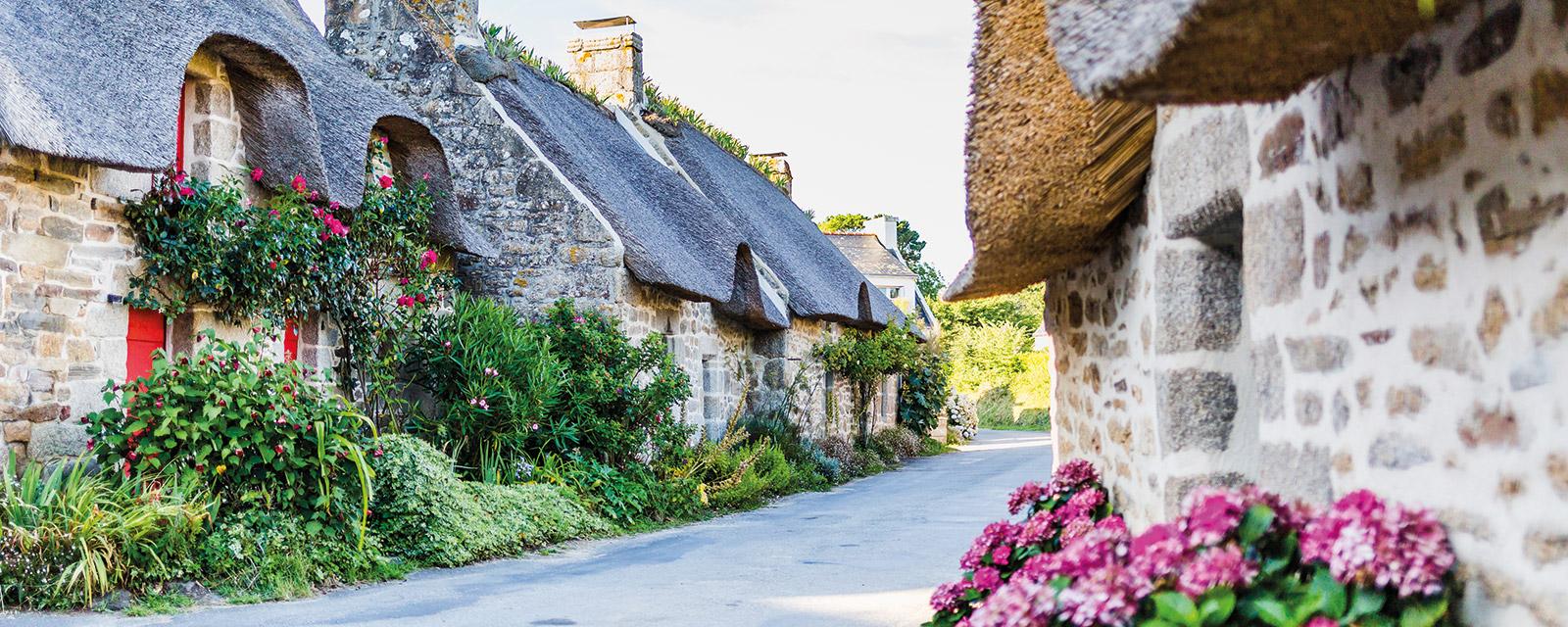 Kercanic, le plus fleuri des villages de chaumières