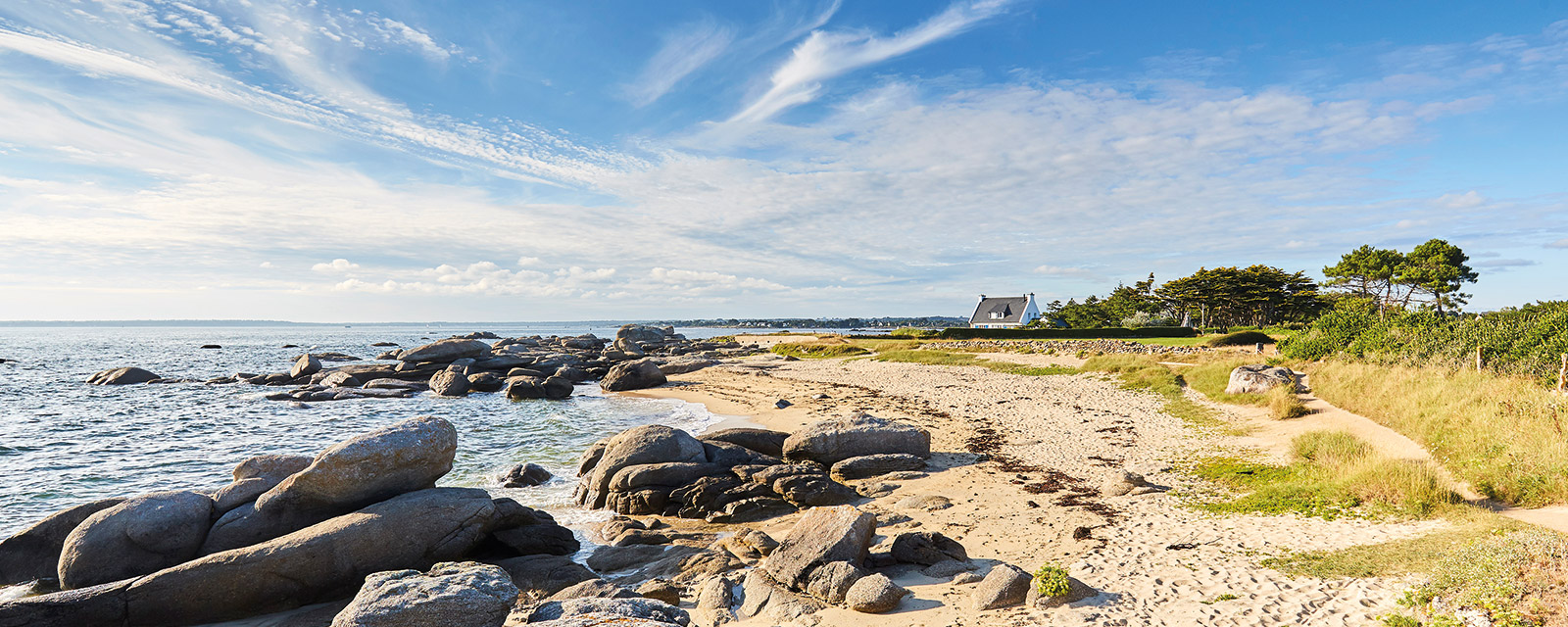 Rocky beach of the Pointe de la jument