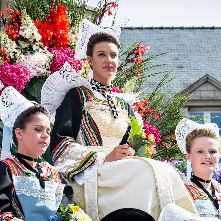 The traditional costume of the Aven