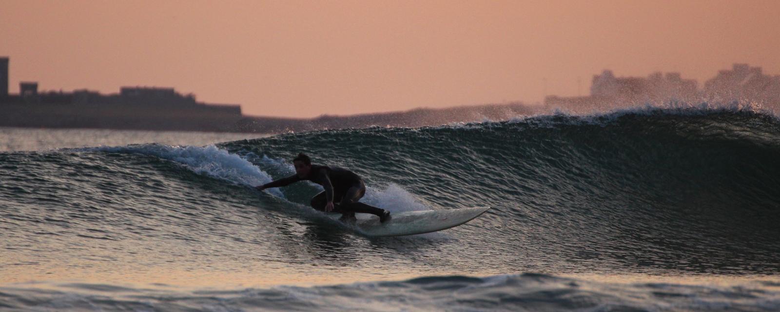 Session de surf à la plage de Dourveil, Trégunc